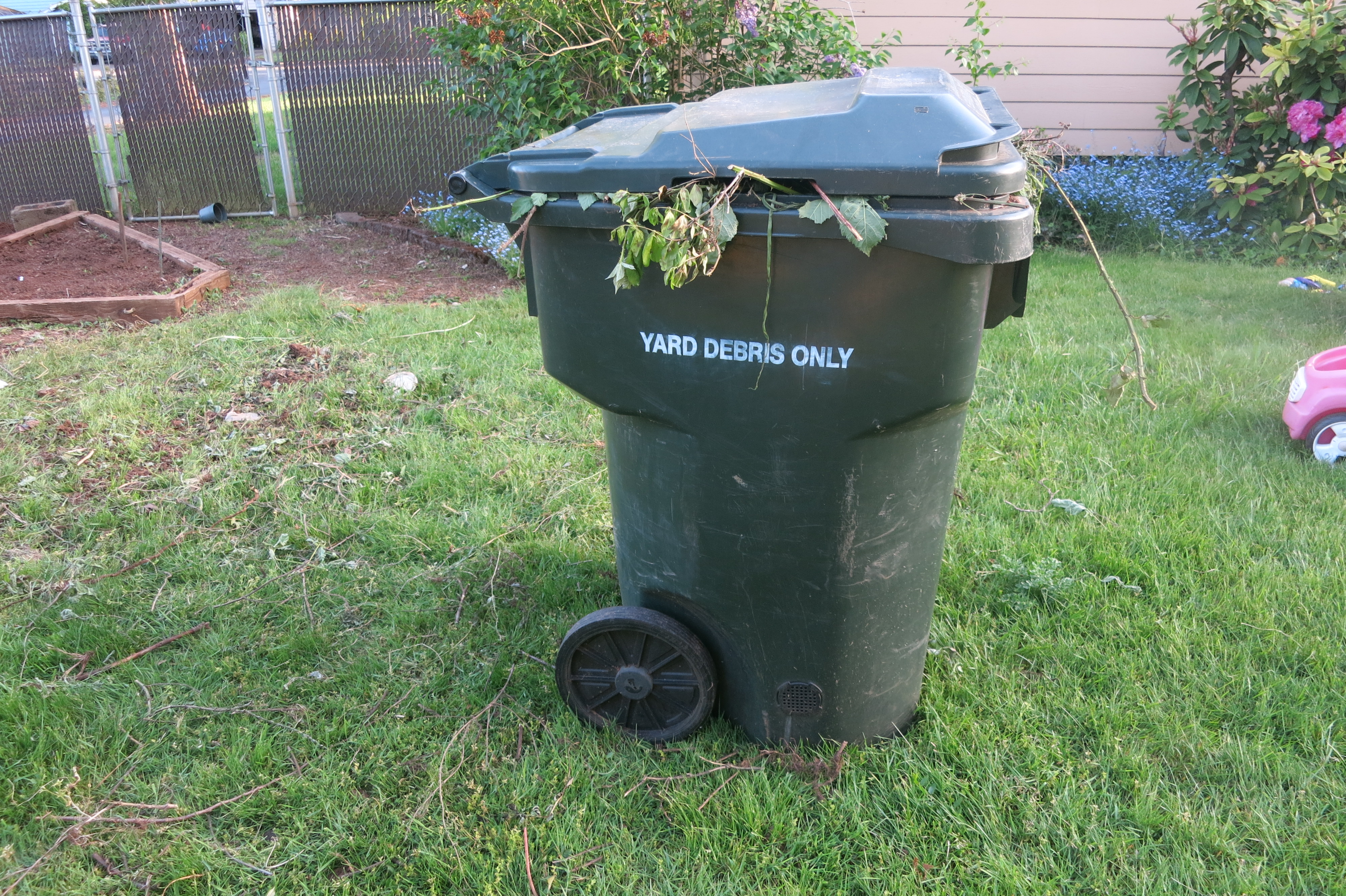 May 2014 everyday mom - Garden waste containers ...